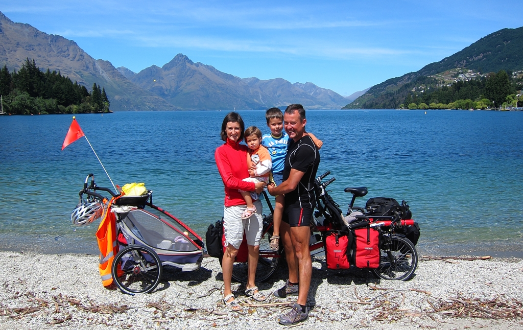 Mikel, Rosa, Eki and Lur with their bikes in Queenstown, New Zealand.