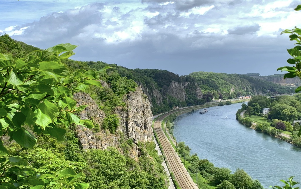 The high rock formations in Marche-les-Dames alongside the Meuse River, ideal for hiking or rock climbing.