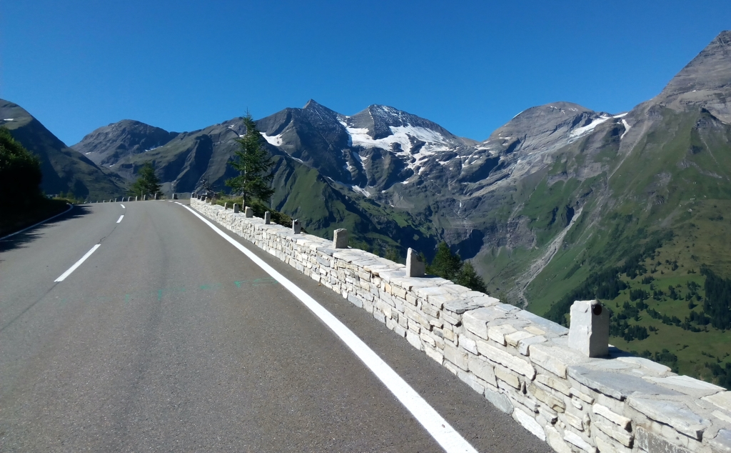 The Alpine road of the Hochtor Pass from Zem All See, one of the most spectacular mountain passes by road bike in the world.